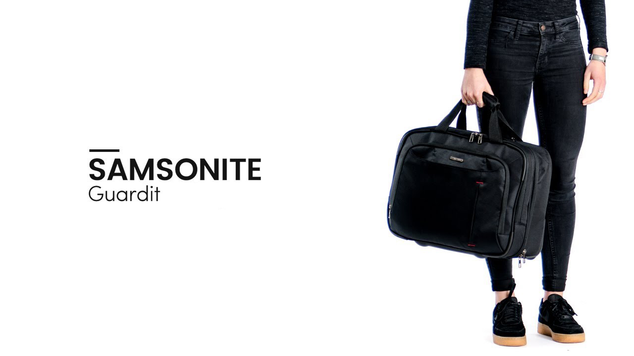 Femme portant la valise samsonite guardit